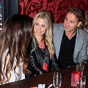 NLD/Amsterdam/20130314 - Perpresentatie Stichting Stop Kindermisbruik, Vivian Reijs en John Ewbank in gesprek met Yolante Sneijder-van Kasbergen