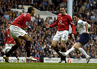 Fotball<br /> Premier League England 2004/2005<br /> Foto: BPI/Digitalsport<br /> NORWAY ONLY<br /> <br /> 25/09/2004 Tottenham v Manchester United, FA Barclays Premiership, White Hart Lane<br /> Robbie Keane shoots just wide during an improved second half for Tottenham