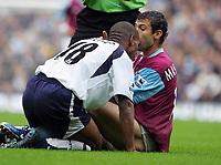 Biting incident : Javier Mascherano (West Ham) has his shoulder bitten by Jermaine Defoe (Spurs). BARCLAYS PREMIERSHIP. TOTTENHAM HOTSPUR v WEST HAM UNITED. 22/10/2006. CREDIT COLORSPORT / KIERAN GALVIN
