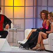 NLD/Hilversum/20110128 - Live show Sterren Dansen op het IJs2011, Kim Feenstra en Remy Bonsjansky met partners op de bank bij Gerard Joling