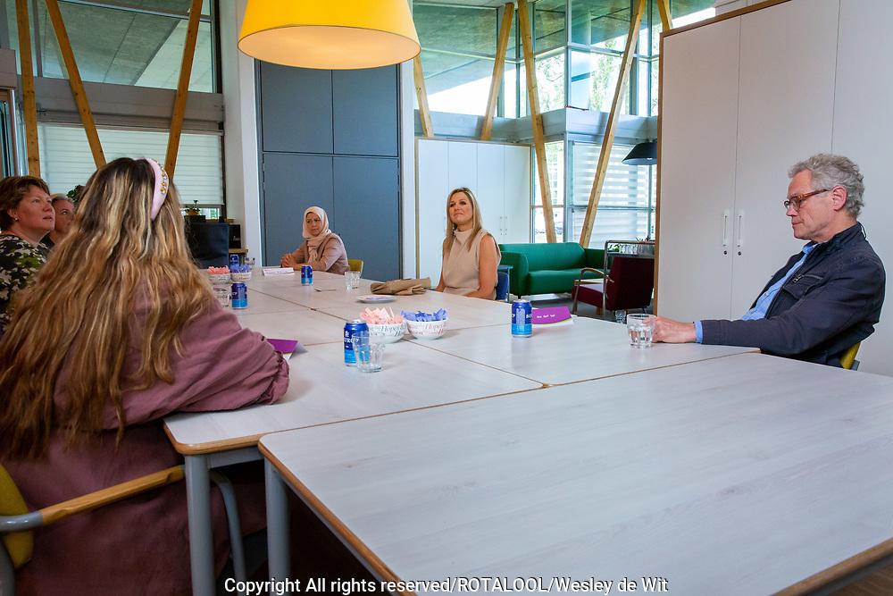 Bezoek van Koningin Maxima aan woonzorglocatie Drentheplantsoen voor licht-verstandelijk gehandicapten van stichting Middin in Den Haag.<br /> <br /> Visit of Queen Maxima to the Drentheplantsoen residential care location for the mildly mentally handicapped of the Middin foundation in The Hague.