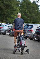 SCHIPLUIDEN / Delft -  - NGF GolfStart bij Delfland Golf. Op de fiets met golftas naar de golf       COPYRIGHT KOEN SUYK