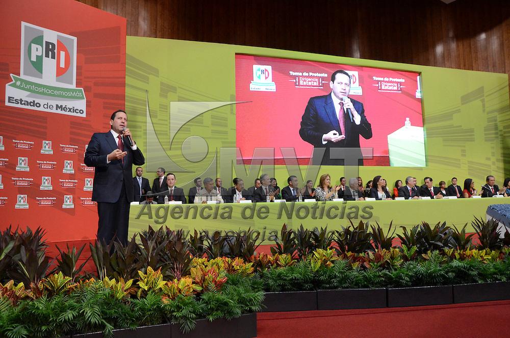 Toluca, Méx.- El gobernador mexiquense Eruviel Ávila Villegas durante la toma de protesta de Carlos Iriarte como dirigente estatal del partido tricolor. Agencia MVT / José Hernández