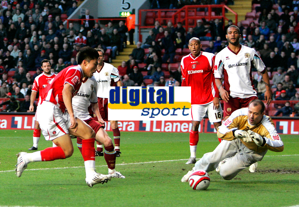 Photo: Tom Dulat/Sportsbeat Images.<br /> <br /> Charlton Athletic v Burnley. Coca Cola Championship. 01/12/2007.<br /> <br /> Charlton Athletic's Zheng Zhi missed to score. Goalkeeper of  Burnley Gabor Kiraly saves the ball.