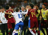 v.l. Deco, Rafael van der Vaart, Nuno Valente Portugal  hissige spillere<br /> Fussball WM 2006 Achtelfinale Portugal - Niederlande<br />  Portugal - Nederland<br /> Norway only