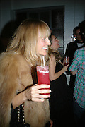 HANNAH MCGIBBON, Gap/ Red launch Dinner hosted by  Katie Grand at Bistrotheque. Bethnal Green. London. 29 November 2007.  -DO NOT ARCHIVE-© Copyright Photograph by Dafydd Jones. 248 Clapham Rd. London SW9 0PZ. Tel 0207 820 0771. www.dafjones.com.