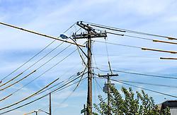 THEMENBILD - Staten Island ist einer der fuenf Stadtbezirke (Boroughs) von New York City. Im suedwesten der Stadt gelegen ist Staten Island sowohl der suedlichste Teil von der Stadt als auch vom Bundesstaate New York. Der Bezirk ist von New York getrennt durch den New York Bay, im Bild Stromleitungen, Aufgenommen am 09. August 2016 // Staten Island is one of the five boroughs of New York City. In the southwest of the city, Staten Island is the southernmost part of both the city and state of New York. The borough is separated from New York by New York Bay. This picture shows power supply lines, New York City, United States on 2016/08/09. EXPA Pictures © 2016, PhotoCredit: EXPA/ Sebastian Pucher