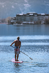 THEMENBILD - ein Mann auf einem Stand Up Paddle Board auf dem Zeller See, aufgenommen am 20. April 2019, Zell am See, Österreich // a man on a stand up paddle board on the Zeller lake on 2019/04/20, Zell am See, Austria. EXPA Pictures © 2019, PhotoCredit: EXPA/ Stefanie Oberhauser