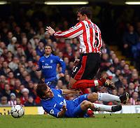 Fotball - Premier League - 26.12.2002<br /> Chelsea v Southampton<br /> Gianfranco Zola - Chelsea<br /> Claus Lundekvam - Southampton<br /> Foto: Roger Parker, Digitalsport