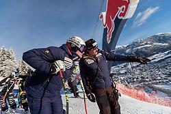 20.01.2018, Hahnenkamm, Kitzbühel, AUT, FIS Weltcup Ski Alpin, Kitzbuehel, Abfahrt, Herren, im Bild Beat Feuz (SUI), Thomas Stauffer (DSV Cheftrainer Ski Alpin Herren) // Beat Feuz of Switzerland Thomas Stauffer DSV Head Coach Alpine Skiing Men before the men's downhill of FIS Ski Alpine World Cup at the Hahnenkamm in Kitzbühel, Austria on 2018/01/20. EXPA Pictures © 2018, PhotoCredit: EXPA/ Johann Groder