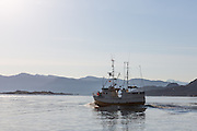 Fishingboat on it's way to the field | Fiskebåt på vei til feltet