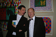 Anthony Gormley and Nicholas Logsdail. Royal Academy Annual dinner to celebrate the opening of the Summer exhibition. Royal Academy. Piccadilly. London. 1 June 2005.  ONE TIME USE ONLY - DO NOT ARCHIVE  © Copyright Photograph by Dafydd Jones 66 Stockwell Park Rd. London SW9 0DA Tel 020 7733 0108 www.dafjones.com