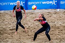 25-08-2018 NED: DELA Beach NK Volleyball, Scheveningen<br /> Emi van Driel #1, Raisa Schoon #2