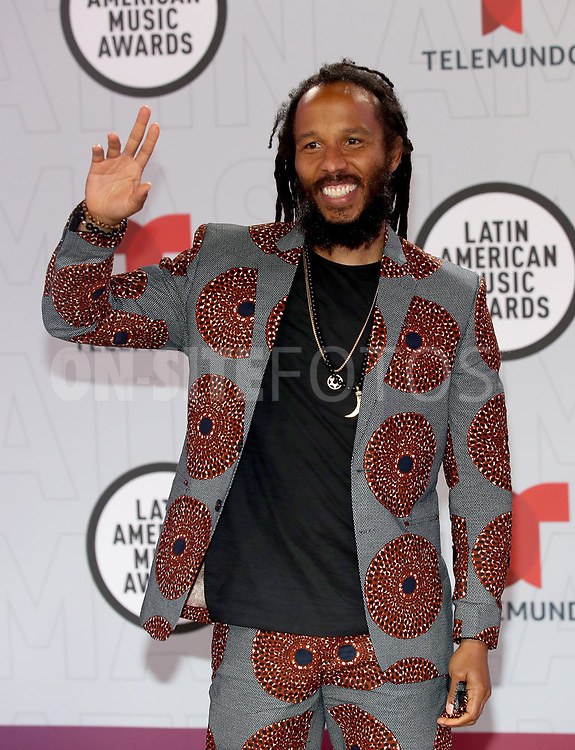 """2021 LATIN AMERICAN MUSIC AWARDS -- """"Red Carpet"""" -- Pictured: Ziggy Marley at the BB&T Center in Sunrise, FL on April 15, 2021 -- (Photo by: Aaron Davidson/Telemundo)"""