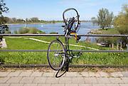 Nederland, Nijmegen, 1-5-2012Een fiets is door een vernielzuchtig persoon aan de reling bij de Waalbrug vernield.Foto: Flip Franssen/Hollandse Hoogte