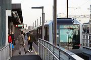 Nederland, Amsterdam, 22-11-2019Treinstel op metrotation Amsterdam Zuid  langs de a10 rondweg. perron . Foto: Flip Franssen