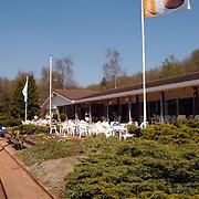 Tennisvereniging de Kuil Huizen, tennis, vlag, sponsor Rabobank, verenigingsgebouw