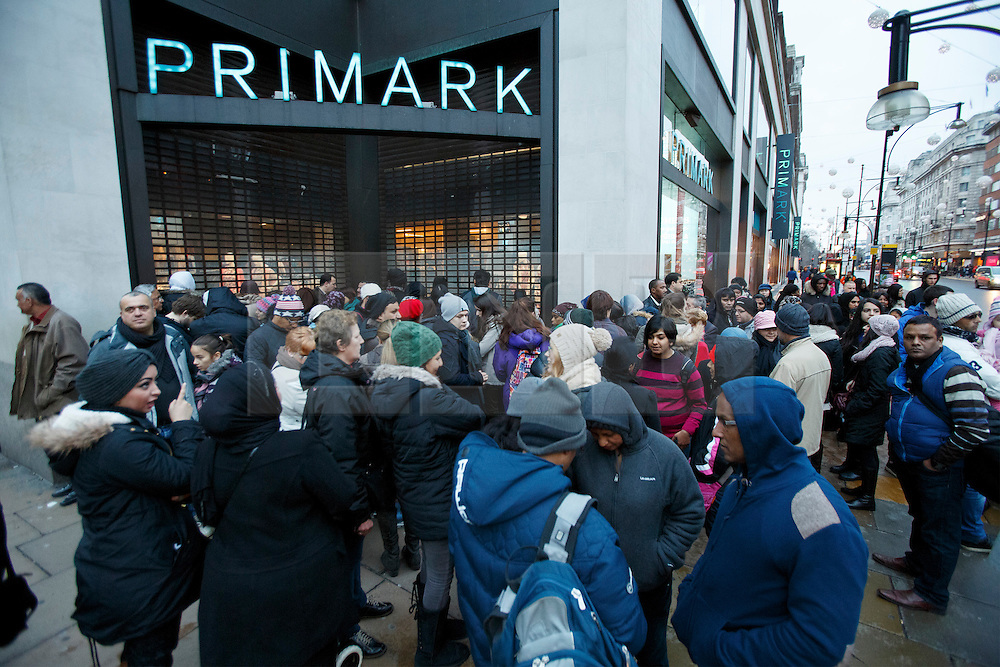 © licensed to London News Pictures. London, UK 26/12/2013. People queueing outside a Primark branch on Oxford Street, London on Boxing Day. Photo credit: Tolga Akmen/LNP