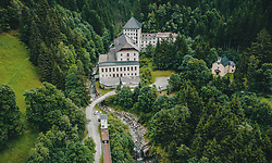 THEMENBILD - die Ruine des Kurhotels aufgenommen am 25. August 2019 in Bad Fusch, Oesterreich // the ruin of the spa hotel in Bad Fusch, Austria on 2019/08/25. EXPA Pictures © 2019, PhotoCredit: EXPA/ JFK