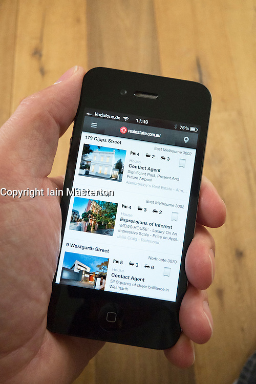 Using an iPhone 4G smart phone to find a house to buy in Melbourne Australia using property finding App