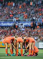 AMSTELVEEN -Teamhuddle, team tijdens  de gewonnen  damesfinale Nederland-Belgie bij de Rabo EuroHockey Championships 2017.   COPYRIGHT KOEN SUYK