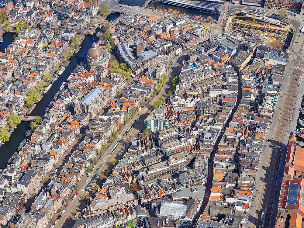 Nederland, Noord-Holland, Amsterdam; 16-04-2021; centrum van de stad met van links naar rechts: Singel (met Ronde Lutherse Kerk, Koepelkerk), Spuistraat, Nieuwezijdsvoorburgwal, Nieuwendijk, Damrak.<br /> City center with from left to right: Singel (with Ronde Lutherse Kerk, Koepelkerk), Spuistraat, Nieuwezijdsvoorburgwal, Nieuwendijk, Damrak.<br /> <br /> luchtfoto (toeslag op standard tarieven);<br /> aerial photo (additional fee required)<br /> copyright © 2021 foto/photo Siebe Swart