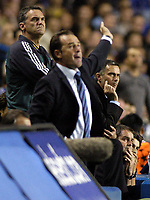 Fotball<br /> UEFA Champions League 2004/2005<br /> Foto: BPI/Digitalsport<br /> NORWAY ONLY<br /> <br /> Chelsea v FC Porto<br /> 29/09/2004.<br /> Jose Mourinho, right, stays calm as Victor Fernandez issues instructions