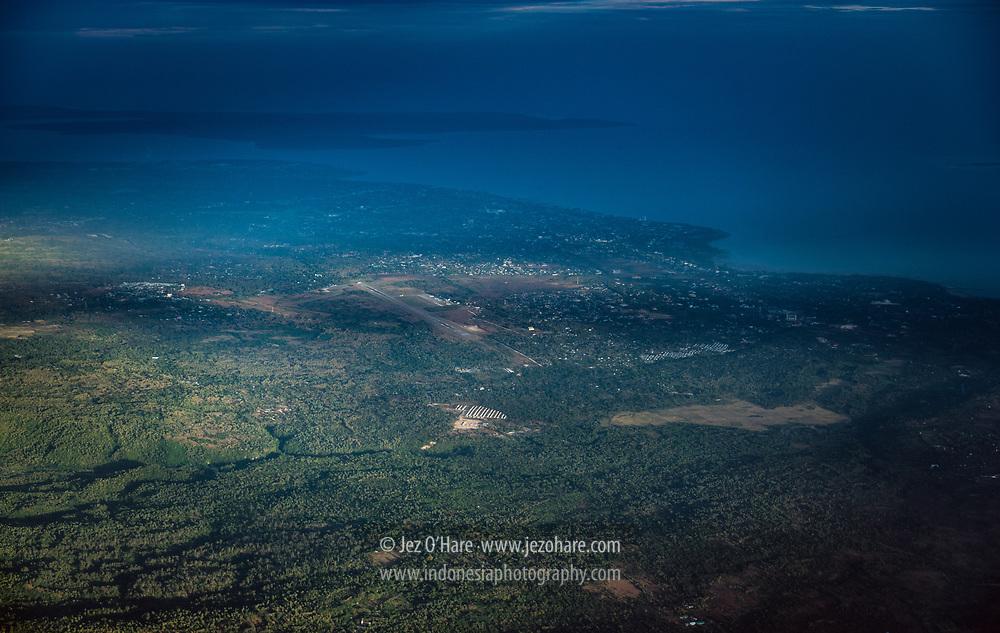 Bandar Udara El Tari, Kota Kupang dan Pulau Semau, Timor, Nusa Tenggara Timur, Indonesia<br /> <br /> El Tari Airport, Kupang city and Semau Island, Timor, Nusa Tenggara Timur, Indonesia