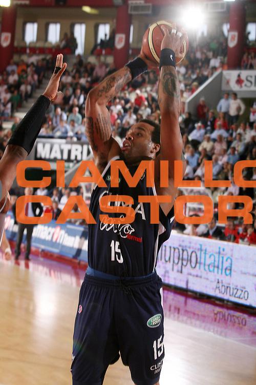 DESCRIZIONE : Teramo Lega A1 2006-07 Siviglia Wear Teramo Climamio Fortitudo Bologna <br /> GIOCATORE : Thomas <br /> SQUADRA : Climamio Fortitudo Bologna <br /> EVENTO : Campionato Lega A1 2006-2007 <br /> GARA : Siviglia Wear Teramo Climamio Fortitudo Bologna <br /> DATA : 22/04/2007 <br /> CATEGORIA : Tiro <br /> SPORT : Pallacanestro <br /> AUTORE : Agenzia Ciamillo-Castoria/G.Ciamillo