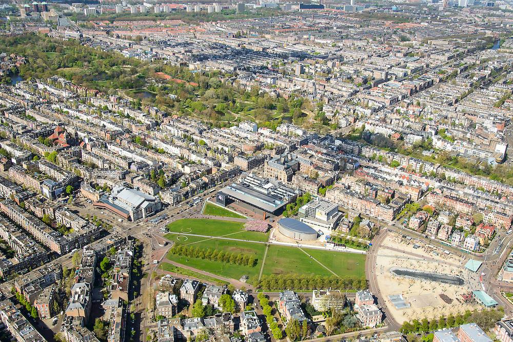 Nederland, Noord-Holland, Amsterdam, 09-04-2014; Overzicht van het Museumplein en omgeving. Langs de verre kant (van r naar l) van het Museumplein, het Van Goghmuseum, het Stedelijk Museum Amsterdam en aan de kopse kant aan de Van Baerlestraat het Concertgebouw. Vondelpark diagonaal van rechts naar linksboven.  Woonwijken Oud-Zuid en Oud-West.<br /> View on the Museumplein and surroundings: (CCW)  the Van Goghmuseum, the Stedelijk Museum and the Concergebouw. <br /> luchtfoto (toeslag op standard tarieven);<br /> aerial photo (additional fee required);<br /> copyright foto/photo Siebe Swart