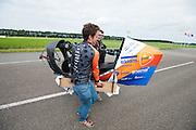 In Delft test het Human Power Team de VeloX 6, de nieuwe aerodynamische fiets, op de RDW baan. In september wil het Human Power Team Delft en Amsterdam, dat bestaat uit studenten van de TU Delft en de VU Amsterdam, tijdens de World Human Powered Speed Challenge in Nevada een poging doen het wereldrecord snelfietsen te verbreken. Het record is met 139,45 km/h sinds 2015 in handen van de Canadees Todd Reichert.<br /> <br /> With the special recumbent bike the Human Power Team Delft and Amsterdam, consisting of students of the TU Delft and the VU Amsterdam, also wants to set a new world record cycling in September at the World Human Powered Speed Challenge in Nevada. The current speed record is 139,45 km/h, set in 2015 by Todd Reichert.
