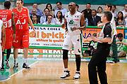 DESCRIZIONE : Siena Lega A 2008-09 Playoff Finale Gara 2 Montepaschi Siena Armani Jeans Milano<br /> GIOCATORE : Henry Domercant<br /> SQUADRA : Montepaschi Siena<br /> EVENTO : Campionato Lega A 2008-2009 <br /> GARA : Montepaschi Siena Armani Jeans Milano<br /> DATA : 12/06/2009<br /> CATEGORIA : delusione<br /> SPORT : Pallacanestro <br /> AUTORE : Agenzia Ciamillo-Castoria/G.Ciamillo