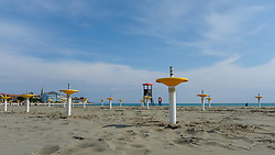 Themenbild - Kaum eine andere Region Italiens ist dermaßen geprägt vom Tourismus wie die Küstenregionen der oberen Adria. In den Hauptbadeorten Grado, Lignano, Bibione, Caorle, Jesolo, Marina die Venezia und auf der Isola Albarella drängen sich jedes Jahr aufs neue wahre Touristenmassen am Strand. Hier im Bild Sonnenschirmständer am Lido, Strandbad, Sandstrand. Grado, Italien am Samstag, 13. April 2019 // Preseason on the upper Italian Adria. Hardly any other region of Italy is as influenced by tourism as the coastal regions of the upper Adriatic. In the main seaside resorts of Grado, Lignano, Bibione, Caorle, Jesolo, Marina the Venezia and on the Isola Albarella, every year new masses of tourists crowd the beach. Picture shows umbrella stands at the Lido, beach, sandy beach. Grado, Italy on Saturday, April 13, 2019. EXPA Pictures © 2019, PhotoCredit: EXPA/ Johann Groder