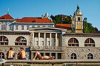 Slovénie, Ljubljana, capitale de la Slovénie, rives de la riviere Ljubljanica // Slovenia, Ljubljana, the Presernov Square,  Ljubljanica river bank