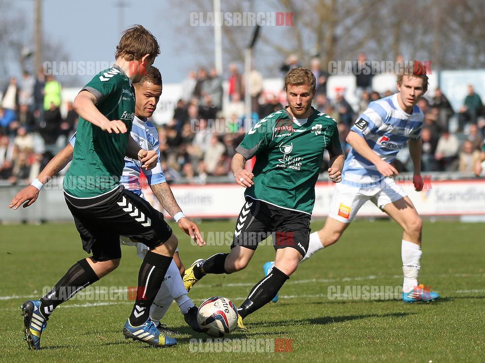Jason Grannum (FC Helsingør) mellem Alexander Dige og Andreas Marcher (Svebølle).