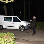 Schietpartij Brink Muiderberg, 3 gewonden, tussen skinheads en Marokkanen, burgemeester Smith ter plaatse bellend
