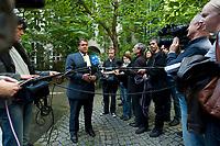 """04 SEP 2010, BERLIN/GERMANY:<br /> Sigmar Gabriel, SPD Parteivorsitzender, gibt Journalisten ein Statment, waehrend der SPD Buergerkonferenz """"Was ist fair?"""", Alte Feuerwache<br /> IMAGE: 20100904-01-153<br /> KEYWORDS: Kamera, Camera, Mikrofon, microphone, Journalist"""