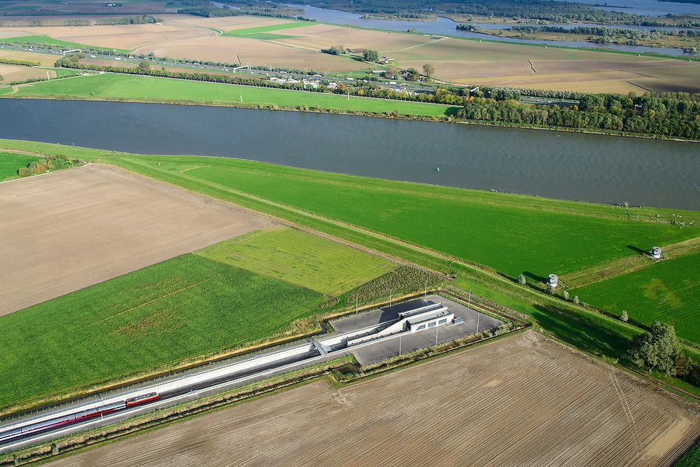 Nederland, Zuid-Holland, Gemeente Strijen, 23-10-2013l; Intercity direct-trein richting Breda nadert ingang van HSL tunnel onder de  Dortsche Kil. Hollandsch Diep in de achtergrond.<br /> Entrance to train tunnel under Dordtsche Kil for high-speed train (southern Netherlands).<br /> luchtfoto (toeslag op standard tarieven);<br /> aerial photo (additional fee required);<br /> copyright foto/photo Siebe Swart
