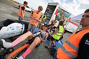 Aniek Rooderkerken bij de start. Het Human Power Team Delft en Amsterdam, dat bestaat uit studenten van de TU Delft en de VU Amsterdam, is in Amerika om tijdens de World Human Powered Speed Challenge in Nevada een poging te doen het wereldrecord snelfietsen voor vrouwen te verbreken met de VeloX 7, een gestroomlijnde ligfiets. Het record is met 121,44 km/h sinds 2009 in handen van de Francaise Barbara Buatois. De Canadees Todd Reichert is de snelste man met 144,17 km/h sinds 2016.<br /> <br /> With the VeloX 7, a special recumbent bike, the Human Power Team Delft and Amsterdam, consisting of students of the TU Delft and the VU Amsterdam, wants to set a new woman's world record cycling in September at the World Human Powered Speed Challenge in Nevada. The current speed record is 121,44 km/h, set in 2009 by Barbara Buatois. The fastest man is Todd Reichert with 144,17 km/h.