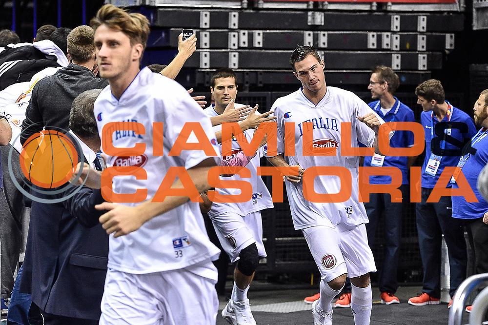 DESCRIZIONE : Berlino Berlin Eurobasket 2015 Group B Germany Germania - Italia Italy<br /> GIOCATORE : Danilo Gallinari<br /> CATEGORIA : Before Pregame Fair Play<br /> SQUADRA : Italia Italy<br /> EVENTO : Eurobasket 2015 Group B<br /> GARA : Germany Italy - Germania Italia<br /> DATA : 09/09/2015<br /> SPORT : Pallacanestro<br /> AUTORE : Agenzia Ciamillo-Castoria/M.Longo