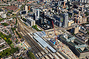 Nederland, Zuid-Holland, Rotterdam, 23-05-2011; Groothandelsgebouw en in het verlengde daarvan Delftse Poort aan het Weena met het Hofplein . Tegenover Delftse Poort het Manhattan Hotel. Nieuwbouw Centraal Station met nieuwe overkapping voor HSL. .Groothandelsgebouw and the high rise Delftse Poort (multi-business complexes) at the Weena (street with the Hofplein..New construction railway station with new roof for HST. In front of the Delftse Poort the Manhattan Hotel. In front of the Delftse Poort the Manhattan Hotel..luchtfoto (toeslag), aerial photo (additional fee required).copyright foto/photo Siebe Swart