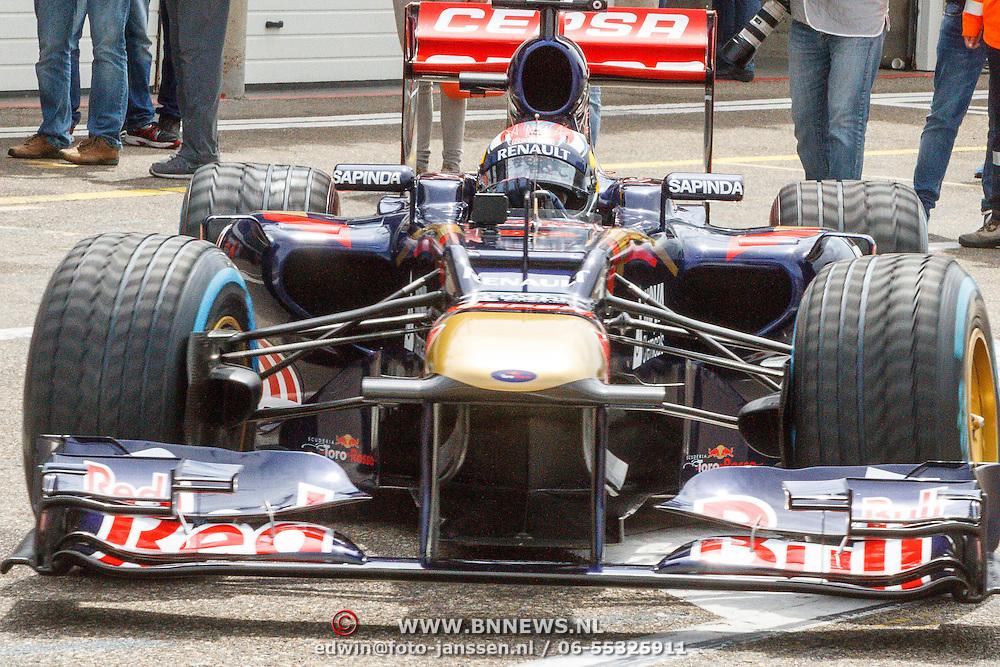 NLD/Zandvoort/20150628 - F1 demo Max Verstappen in de Toro Rosso, Max Verstappen in zijn racewagen