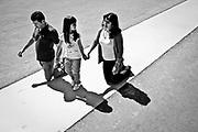 Nome: Carauleanu ( esq ) Nicoleta ( centro ) e Lorena ( D )Idade: Ela tem 32, ele 37 e a filha 7 <br /> De onde vem: Romenia ( vive em Espanha )<br /> Motivo: Agradecimento