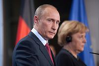 16 JAN 2009, BERLIN/GERMANY:<br /> Wladimir Putin (L), Ministerpraesident Russland, und Angela Merkel (R), Bundeskanzlerin, Pressekonferenz, Bundeskanzleramt<br /> IMAGE: 20090116-01-035<br /> KEYWORDS: Vladimir Putin
