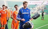 NEW DELHI -   Jaap Stockmann met Marcel Balkestein (m) en Sander de Wijn (l) na de gewonnen kwartfinale van  de finaleronde van de Hockey World League tussen de mannen van Nederland en Duitsland (2-1) . ANP KOEN SUYK