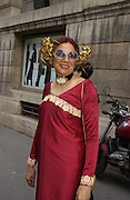 Selina Blow's mother, Helga Perera. Valentino haute couture. Palias du Louvre, Paris. 8 July 2001. © Copyright Photograph by Dafydd Jones 66 Stockwell Park Rd. London SW9 0DA Tel 020 7733 0108 www.dafjones.com