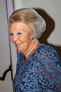 Prinses Beatrix aanwezig bij dansvoorstelling Free To Move in het Zuiderstrandtheater in Den Haag