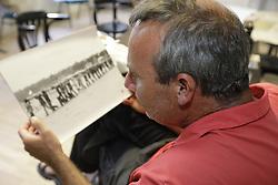 Der Erbauer des großen Holzturms während der Platzbesetzung der Bohrstelle 1004 im Sommer 1980, Sigurd Elert, besucht nach 40 Jahren erneut das Wendland. <br /> <br /> Ort: Gorleben<br /> Copyright: Andreas Conradt<br /> Quelle: PubliXviewinG
