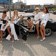NLD/Amsterdam/20070610 - Presentatie Playboy's Playmates Collectors Special Edition, playmate en model Olga Urashova, Carlijn Carter, Dorien Rose Duinker, Melisa Schaufeli met de auto van Frans van Zoest, Spike