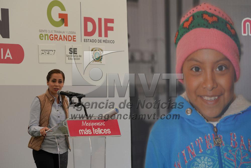 Toluca, México.- Isis Ávila Muñoz, presidenta honoraria del Sistema para el Desarrollo Integral de la  Familia (DIFEM) puso en marcha el Trenzatón 2014, se espera que 7 mil personas donen parte de su cabellera para poder realizar 500 pelucas oncológicas que serán donadas a niñas y mujeres que se encuentran en tratamiento. Agencia MVT / Crisanta Espinosa